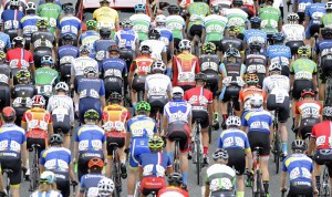 16July 2017; A general view of the peloton during Stage 6 of the Scott Junior Tour 2017 in Ennis, Co Clare. Photo by Stephen McMahon/Sportsfile *** NO REPRODUCTION FEE ***